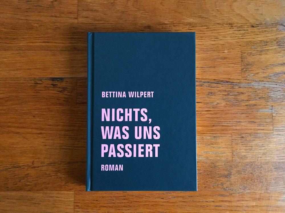 Bettina Wilpert, nichts was uns passiert Cover